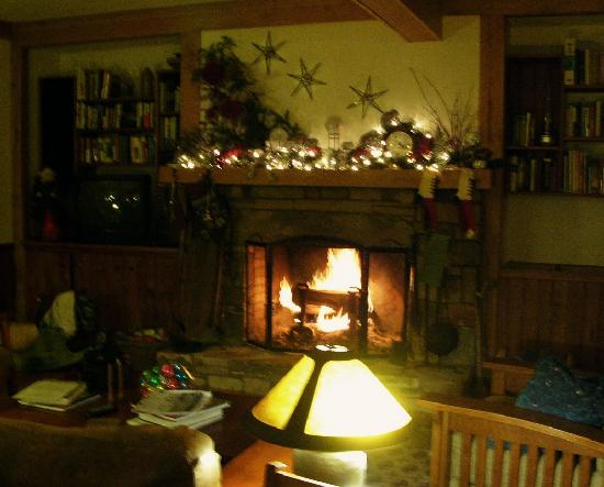 Bent Creek Lodge: The main floor fireplace