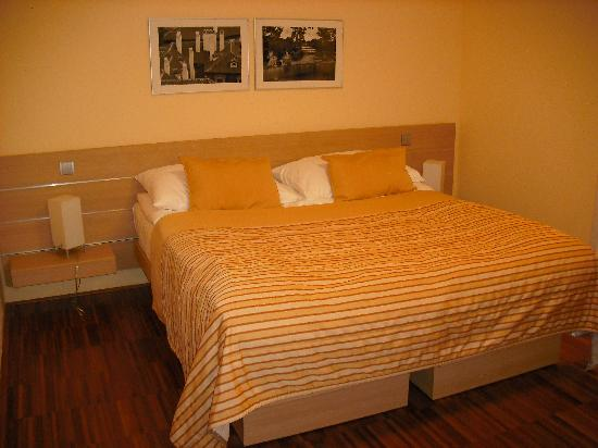 Amarilis: Twin beds in double room