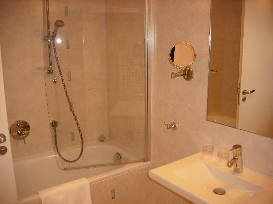 Amarilis Hotel: Bathroom