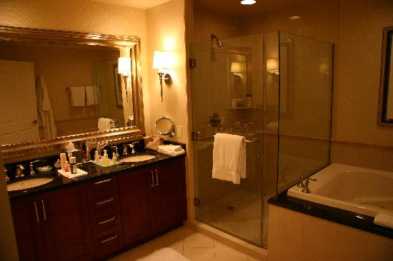 Fantastique hotel de luxe signature at mgm grand for Belle salle de bain