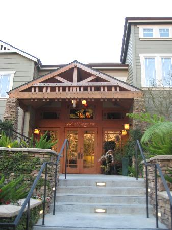 Avila Village Inn: front entrance