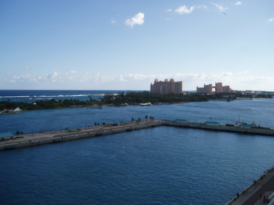 Nassau, Île de New Providence : This is the Atlantis Resort.  Try to go there instead of wasting time in town.