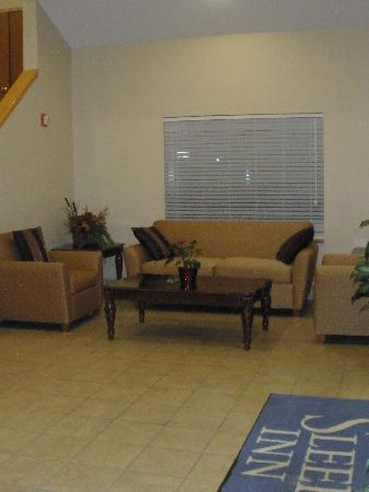 Sleep Inn: lobby sitting area