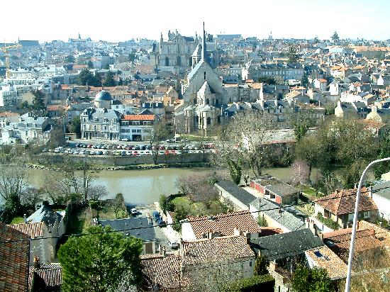 Historic city of poitiers picture of poitou charentes for Vienne poitiers