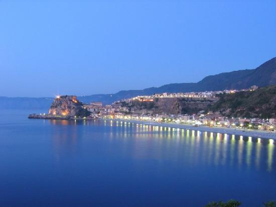 scilla spiaggia