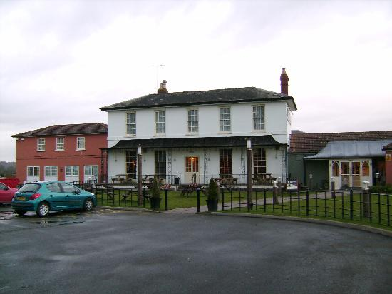 Premier Inn Gloucester (Twigworth) Hotel: The Oakwood pub (rhs) and part of the Premier Inn (red, lhs)