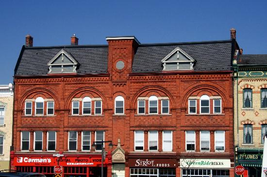 Stratford, Canada: Arched Facade