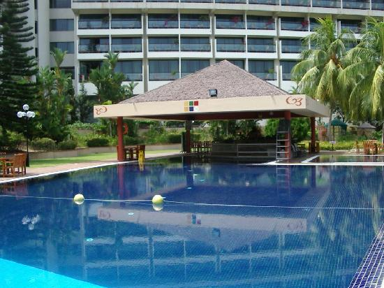 Batam View Beach Resort: Swimming pool area