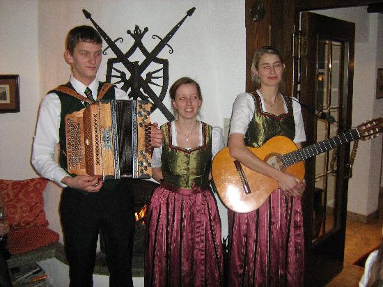 Hotel Haldenhof: The staff perform at cocktail party