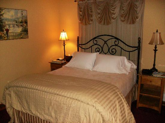 Acorn Hollow Bed and Breakfast: very comfortable bed, great linens