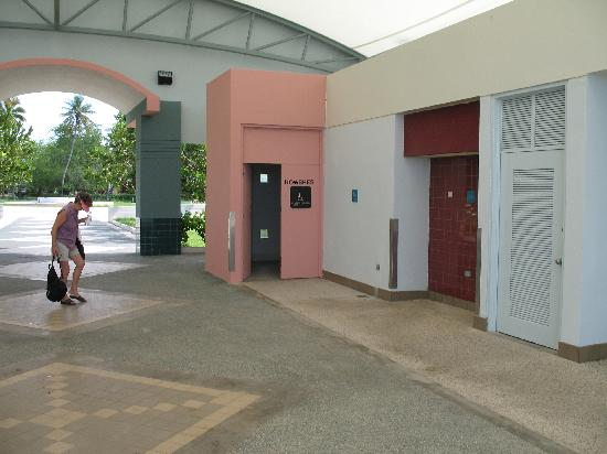 Mayaguez, Porto Rico : clean bathroon facilities