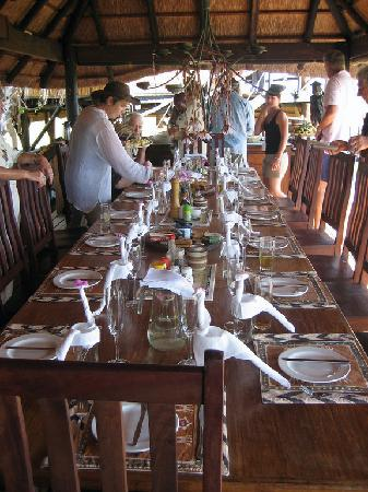 Gunn's Camp Maun: Lunch table at Gunns