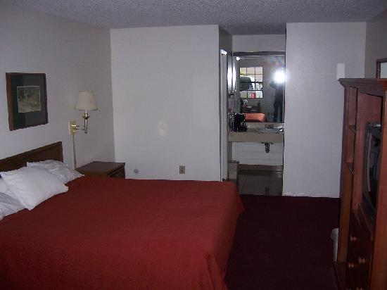 Quality Inn: Room