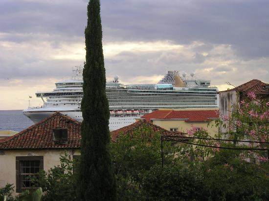 Hotel Albergaria Dias: Large ship entering harbour