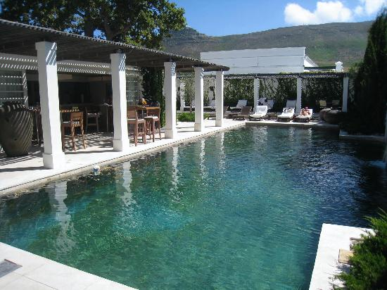 Steenberg Hotel: Secluded pool, poolbar and after-golf activities.