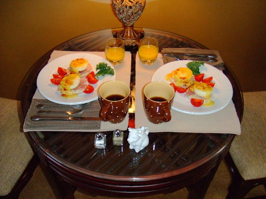 Greensboro, Caroline du Nord : Breakfast Day Three (last day) - Eggs Benedict (very tasty)