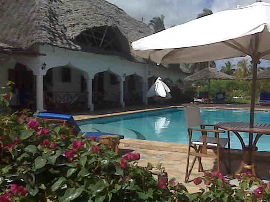 Zanzibar Retreat Hotel: The hotel and pool
