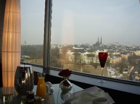 Sofitel Luxembourg Le Grand Ducal: Having breakfast