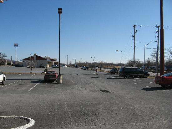 Comfort Inn Midway: Parking Lot