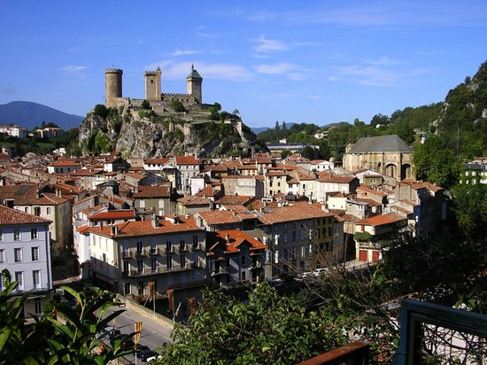 Chapeliers Bed and Breakfast: The Chateau and town of Foix