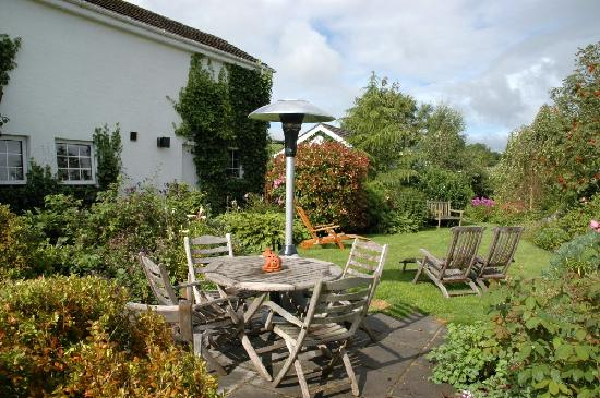 Ballynahinch, UK: The lovely patio area!
