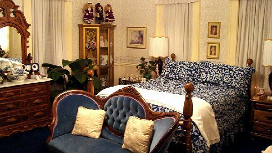 Henry Manor Bed & Breakfast: Angel Room