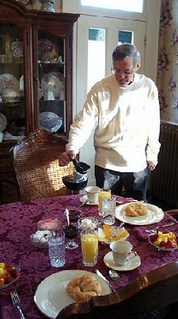 Henry Manor Bed & Breakfast: Breakfast