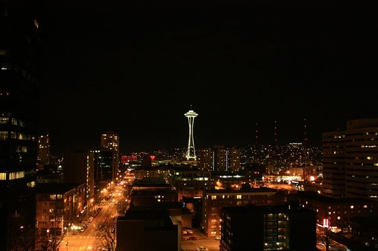 Warwick Seattle Hotel: Our view after dark...perfect!