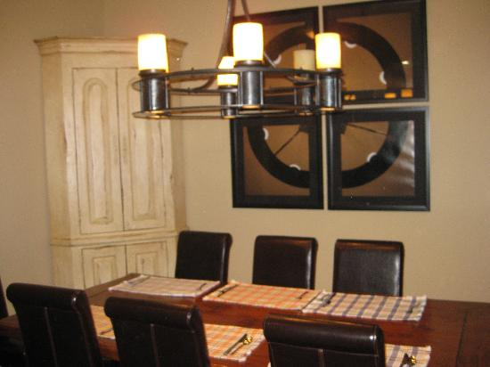 Edelweiss Lodge & Spa: Dining room of a 4th floor condo
