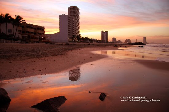 , : Sunrise at Playa Sabalo at Oceano Place beach in Zona Dorada, Mazatlan