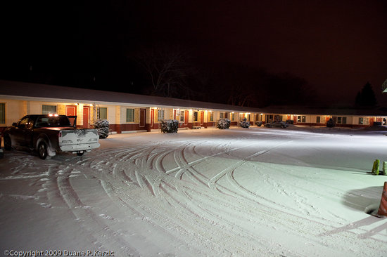Bayfront Inn: Typical old style motel with all the same kind of rooms. He told me the 1 person rooms where beh