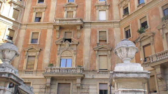 roma dei papi is hidden on the first floor of this pretty building picture of roma dei papi. Black Bedroom Furniture Sets. Home Design Ideas