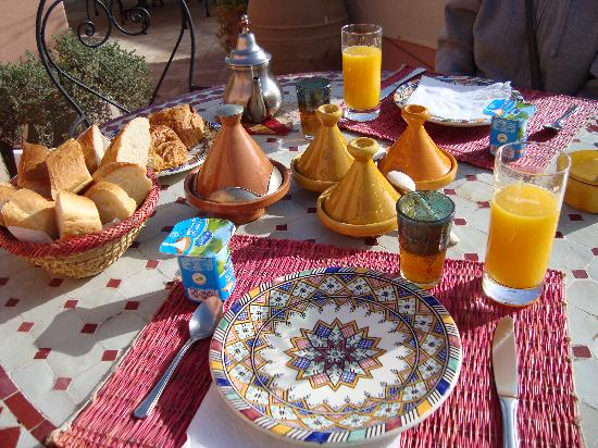 Riad Dalla Santa: breakfast on terrace