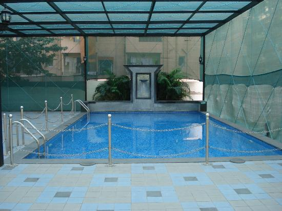 Bathroom picture of pride hotel chennai chennai madras - Hotels in bath with swimming pool ...