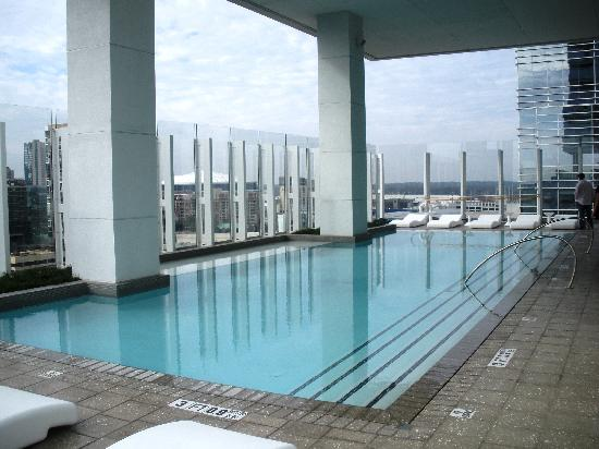 Pool area picture of w atlanta downtown atlanta for W kitchen downtown atlanta