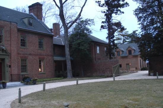 Great Oak Manor Inn