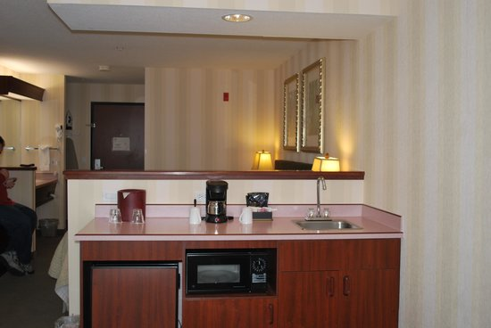 Phoenix Inn Suites, Beaverton: wet bar