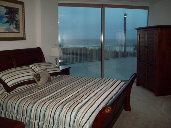 Sea Breeze Condominium Resort: Ceiling to Floor Glass Wall in Master Bedroom overlooking the Gulf of Mexico