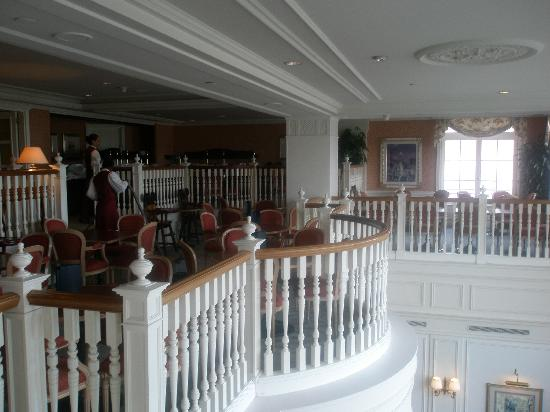 Castle club lounge picture of disneyland hotel chessy for Chambre castle club disneyland hotel