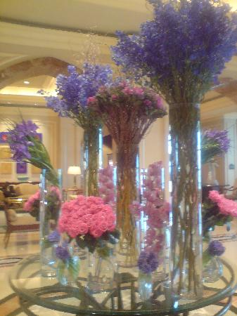 تنسيق الزهور tasteful-floral-arrangements.jpg