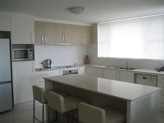 Summit Apartments Airlie Beach: kitchen