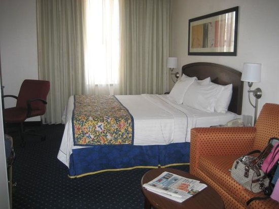 Courtyard by Marriott Fort Worth Downtown/Blackstone: View from front door, Room 1305
