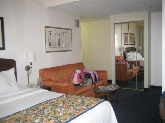 Courtyard by Marriott Fort Worth Downtown/Blackstone: View from desk area, Room 1305