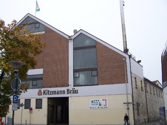 Erlangen, Germania: Kitzmann Brewery Right Next Door!