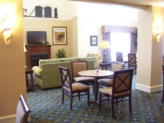 Holiday Inn Express Hotel &amp; Suites Andrews: Relaxing breakfast room