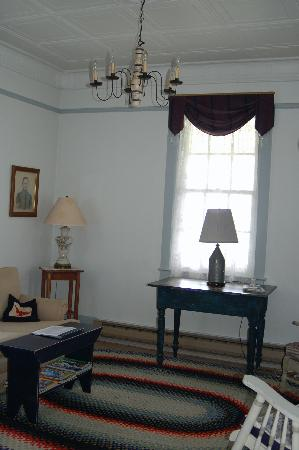 Fort Casey Inn: Living Room