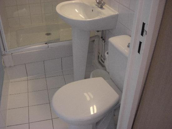 Comfort Hotel Saint Pierre: Smallest bathroom on the planet!!!