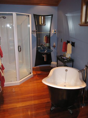 Shelbourne Villa: Loft Suite Bathroom