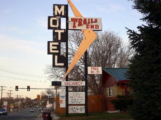 Trail's End Motel: View from the street