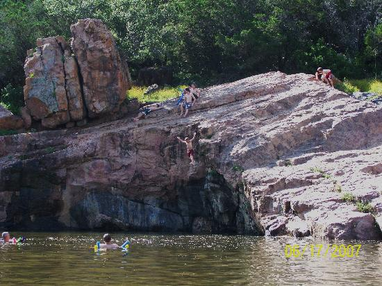 Burnet, TX: Cliffs at Devils Watering Hole